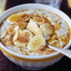 Perfect porridge with banana & maple sirup